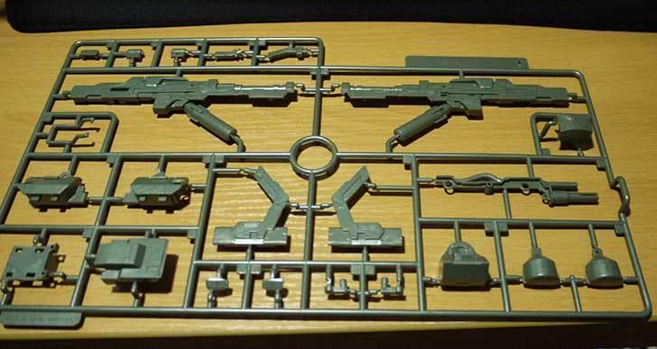 1-144-武御雷-Type-00R-斯衛軍第16大隊指揮官機の電磁投射砲を素組した2.jpg