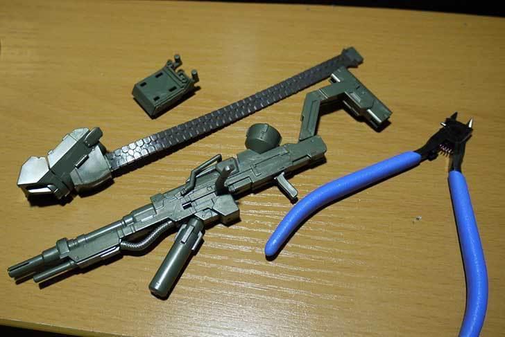 1-144-武御雷-Type-00R-斯衛軍第16大隊指揮官機の電磁投射砲を素組した31.jpg