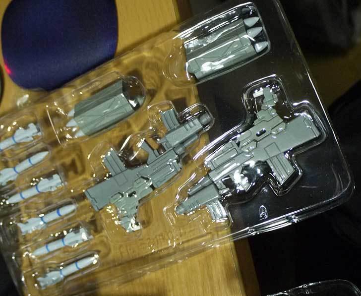 A3-F-14D-トムキャット-ジョリーロジャース指揮官機を箱から出した3.jpg