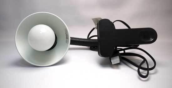 ニトリでクリップライト(SL-116-WH)と電球型蛍光灯-3.jpg