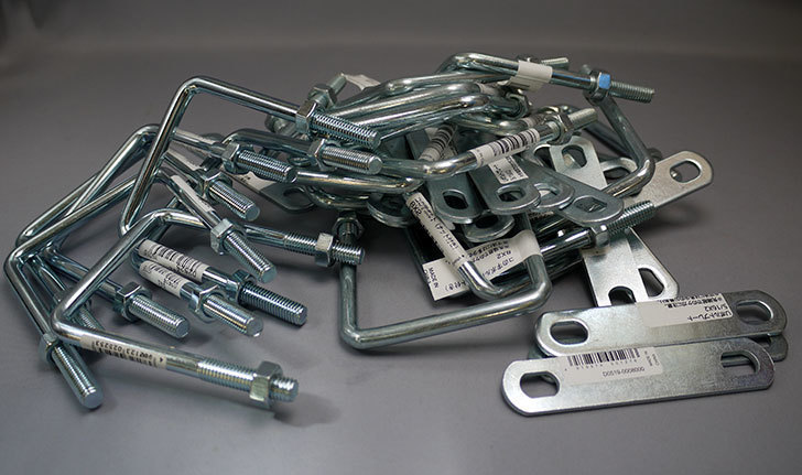 コの字ボルト8×2とUボルトプレート5-16×2をケイヨーデイツーとホームズで買って来た1.jpg