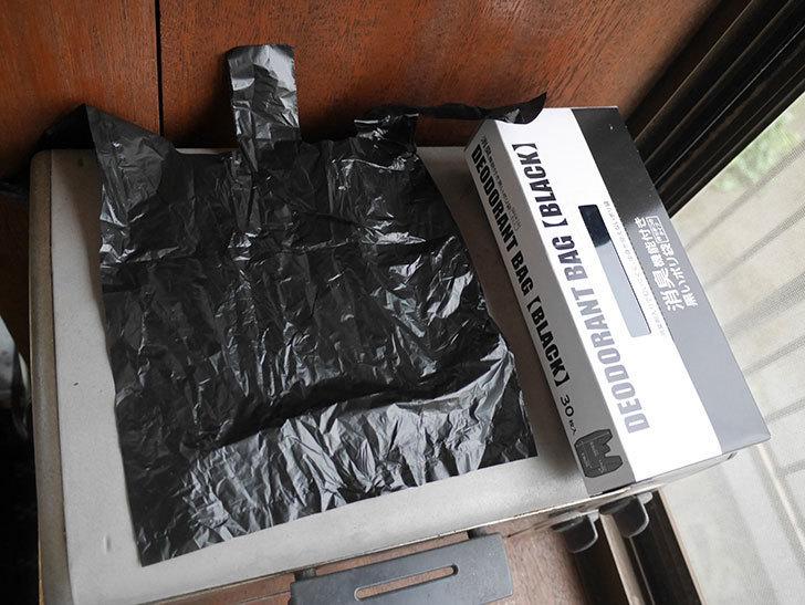 セリアで消臭機能付き黒いポリ袋 30枚入りを2箱買ってきた。100均-005.jpg