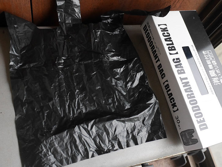 セリアで消臭機能付き黒いポリ袋 30枚入りを2箱買ってきた。100均-006.jpg