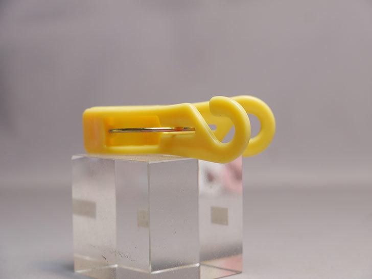ダイソーでフックで掛けられる-フック付ピンチ- 18PCSを買って来た。洗濯ばさみ-006.jpg