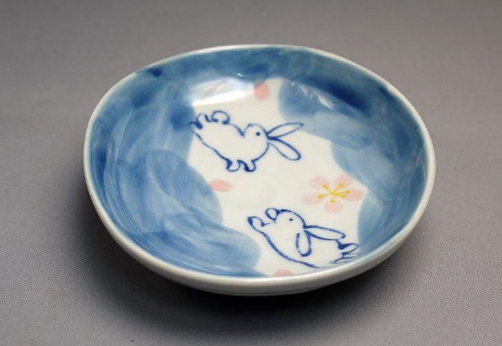 ダイソーで有田の風-ぴょんうさぎ-楕円小皿を買ってきた2.jpg