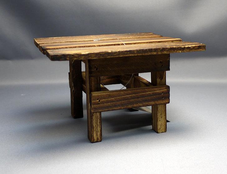 ダイソーで木製テーブル型花台を3個買って来た2.jpg