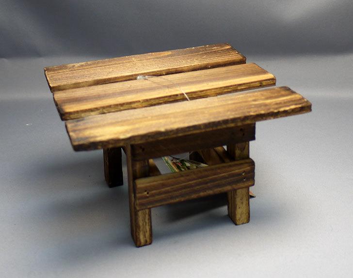 ダイソーで木製テーブル型花台を3個買って来た3.jpg