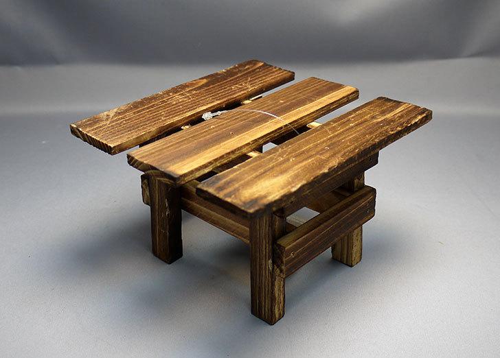 ダイソーで木製テーブル型花台を3個買って来た4.jpg