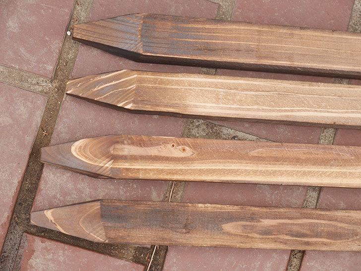 ダイソーで焼杉の杭 角 約80cmを4本買って来た。100均-007.jpg