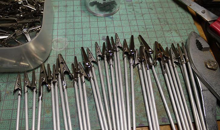 ダイソーで買って来たワニ口クリップで塗装用持ち手を192本作った9.jpg