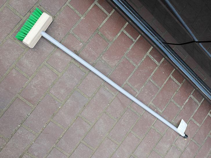 ダイソーでPCVデッキブラシを買って来た。掃除道具-001.jpg