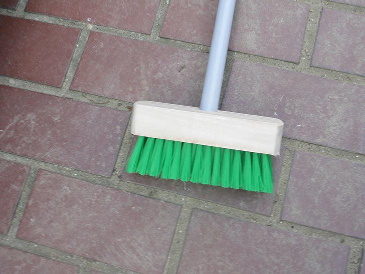 ダイソーでPCVデッキブラシを買って来た。掃除道具-002.jpg