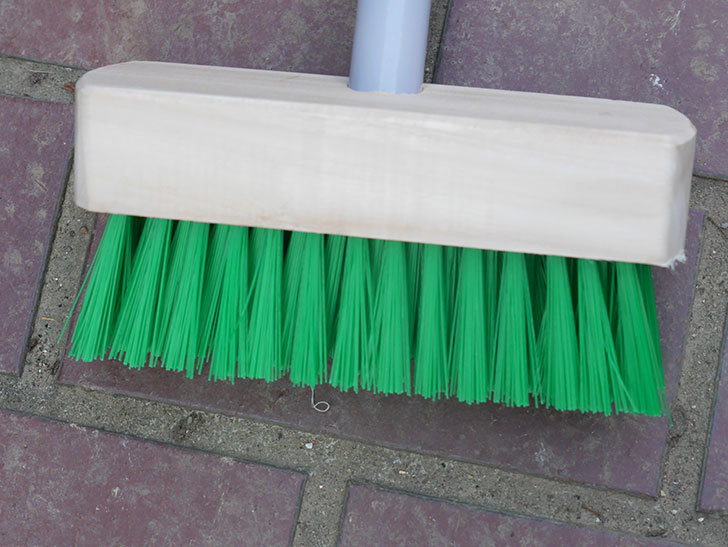 ダイソーでPCVデッキブラシを買って来た。掃除道具-003.jpg