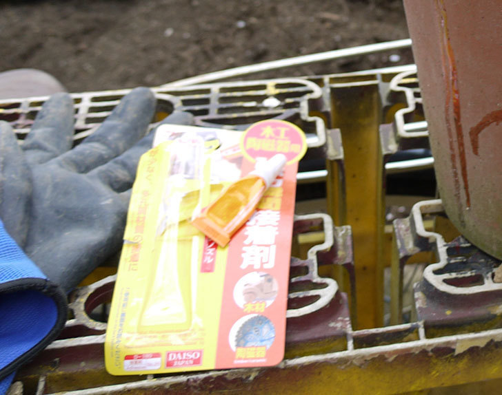ダイソーの木工陶磁器用-強力瞬間接着剤で植木鉢のヒビを修理した5.jpg