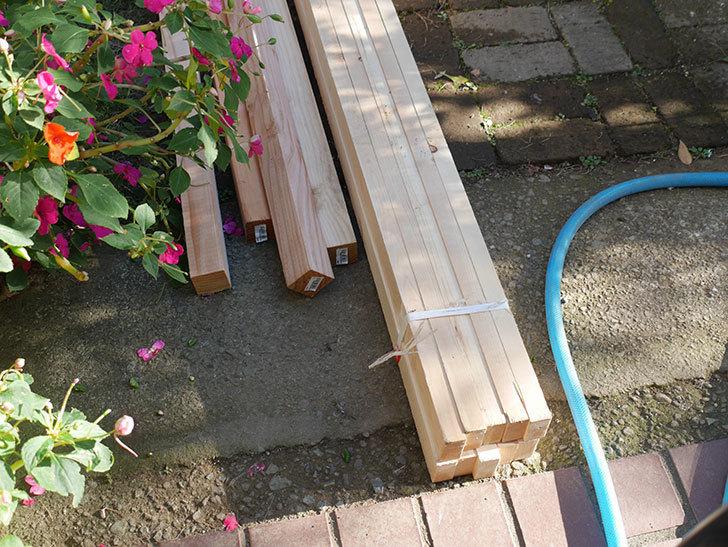 ツルバラ誘引用のフェンスを作るため角材を買って来た-001.jpg