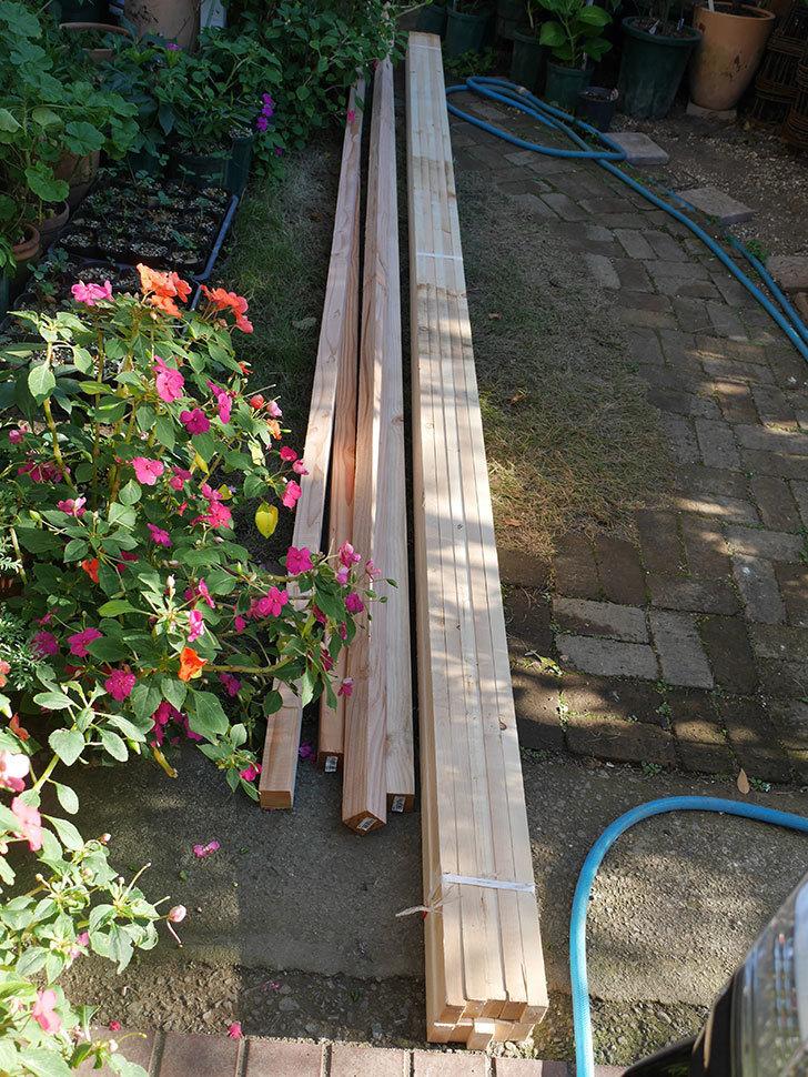 ツルバラ誘引用のフェンスを作るため角材を買って来た-003.jpg