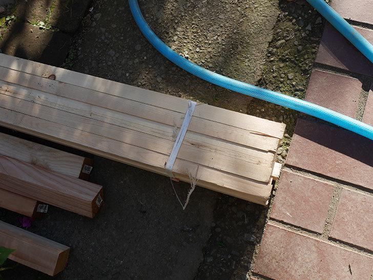 ツルバラ誘引用のフェンスを作るため角材を買って来た-004.jpg
