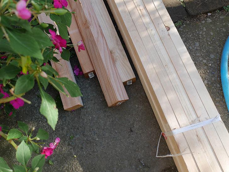 ツルバラ誘引用のフェンスを作るため角材を買って来た-005.jpg