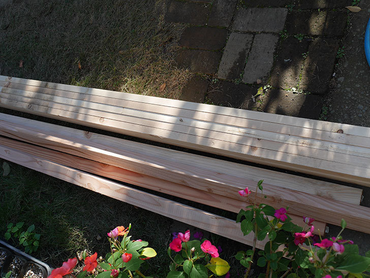 ツルバラ誘引用のフェンスを作るため角材を買って来た-006.jpg