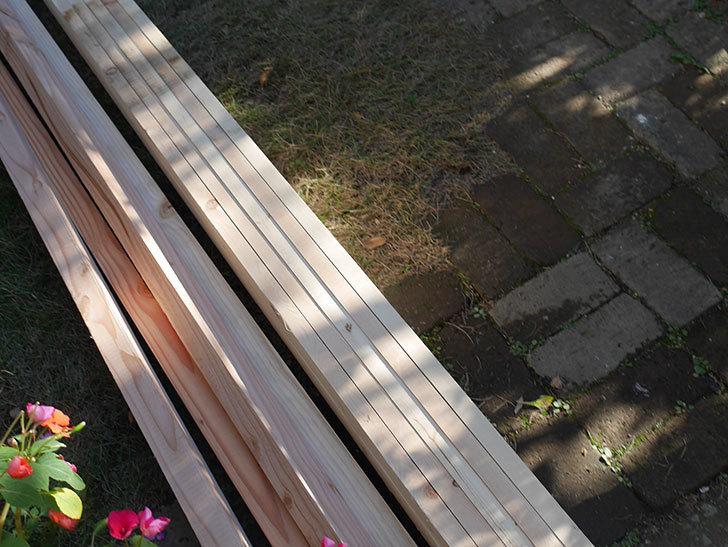 ツルバラ誘引用のフェンスを作るため角材を買って来た-008.jpg