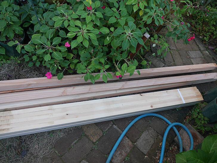 ツルバラ誘引用のフェンスを作るため角材を買って来た-009.jpg