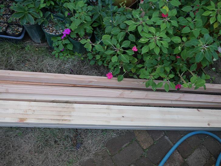 ツルバラ誘引用のフェンスを作るため角材を買って来た-010.jpg