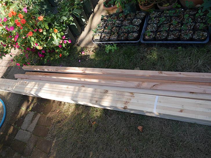 ツルバラ誘引用のフェンスを作るため角材を買って来た-011.jpg