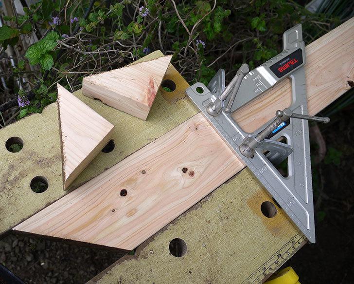 ツーバイフォーの檜板を物干し台用に切った1.jpg