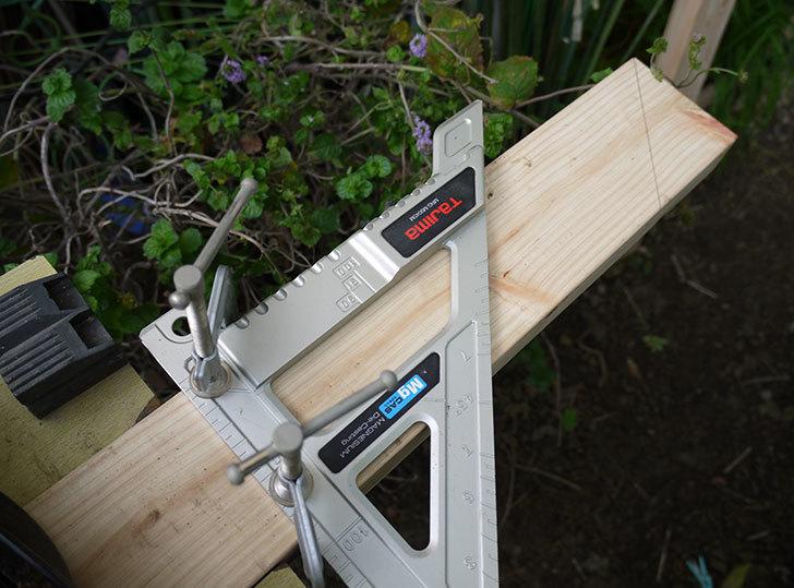 ツーバイフォーの檜板を物干し台用に切った2.jpg