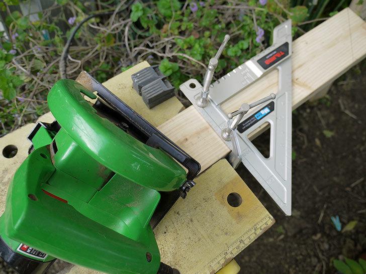 ツーバイフォーの檜板を物干し台用に切った4.jpg