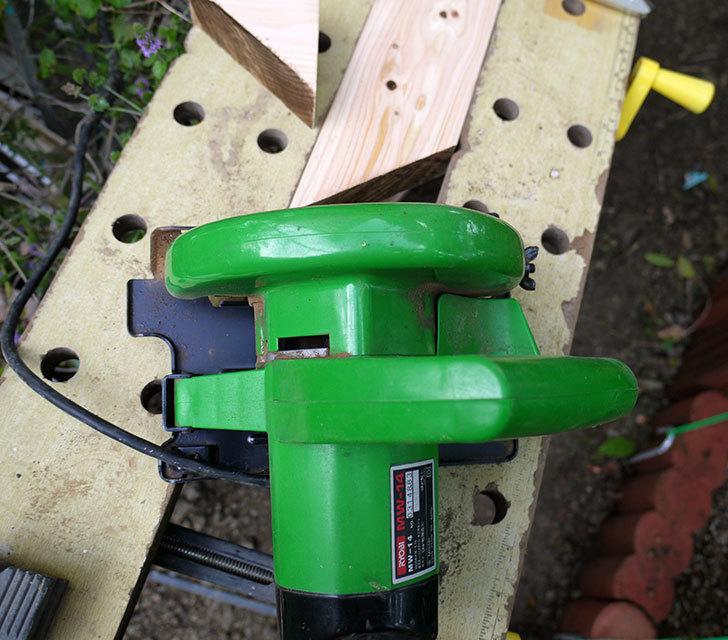 ツーバイフォーの檜板を物干し台用に切った6.jpg