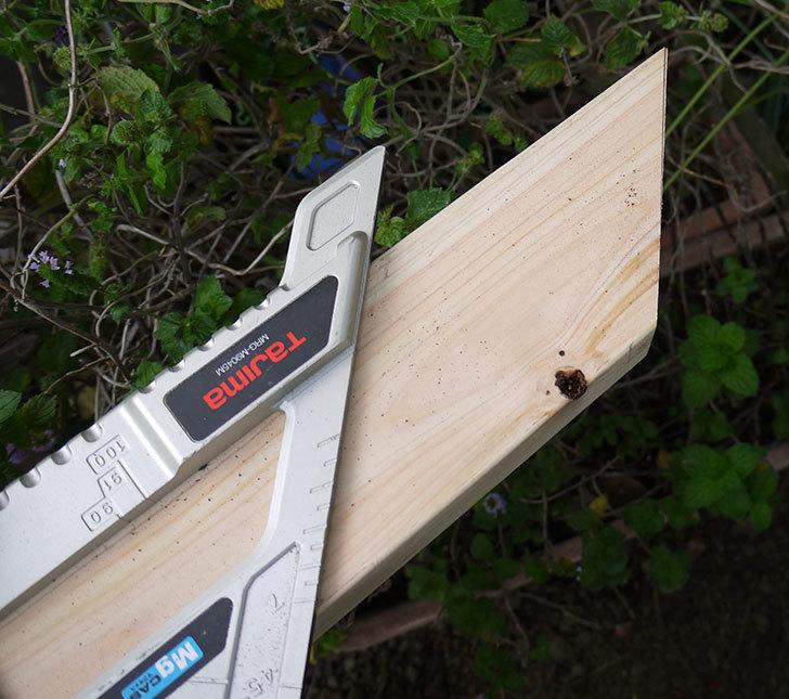 ツーバイフォーの檜板を物干し台用に切った7.jpg