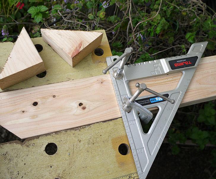 ツーバイフォーの檜板を物干し台用に切った9.jpg