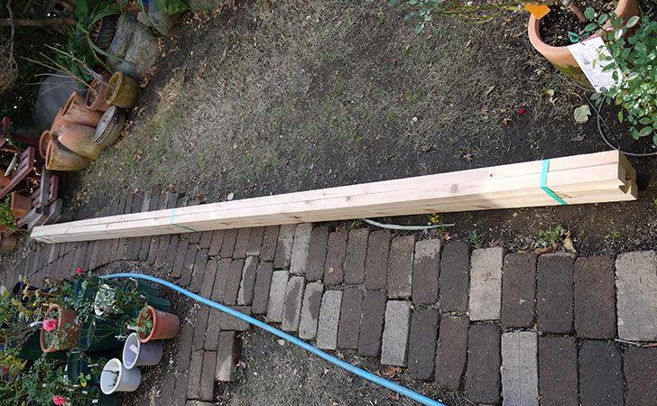 バラのパーゴラ用の角材をケイヨーデーツーで追加で買って来た2.jpg