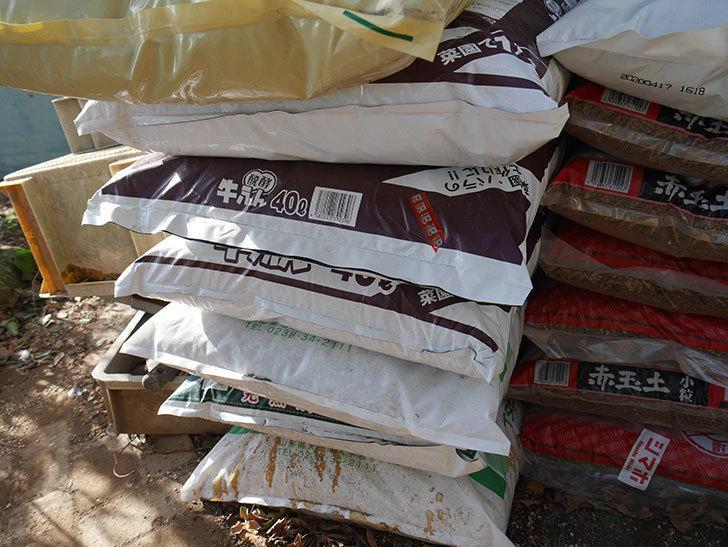 バラの冬作業用に用土をいろいろ買って来た。2021年-006.jpg
