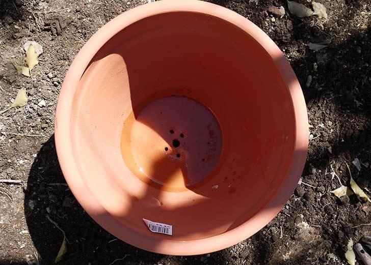 ユニカ-充電磁器タイル用ドリルビットTJタイプ-TJ-6.0×100で植木鉢に穴を空けた4.jpg