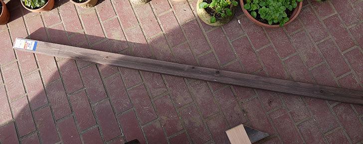 ラティス支柱ダークブラウン6.5×6.5×高さ210cmををケイヨーデイツーで買って来た2.jpg
