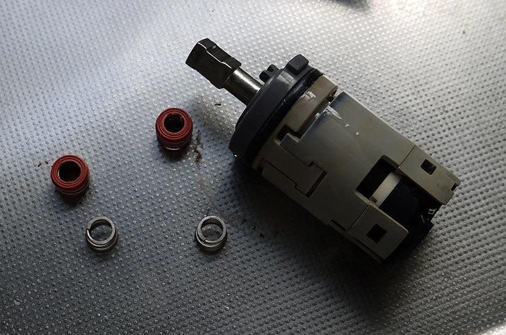 台所の混合栓、TOTO-TKG30URXが水漏れ34.jpg