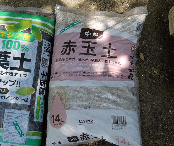 培養土と腐葉土と赤玉土をカインズで買って来た4.jpg