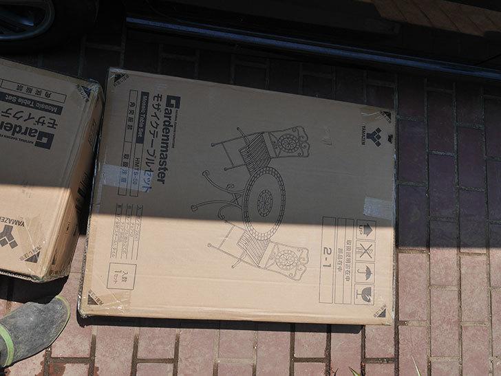 山善(YAMAZEN) ガーデン3点セット モザイク調テーブル&チェア HMTS-50を買った。2020年-003.jpg