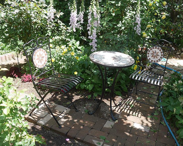 山善(YAMAZEN) ガーデン3点セット モザイク調テーブル&チェア HMTS-50を買った。2020年-011.jpg
