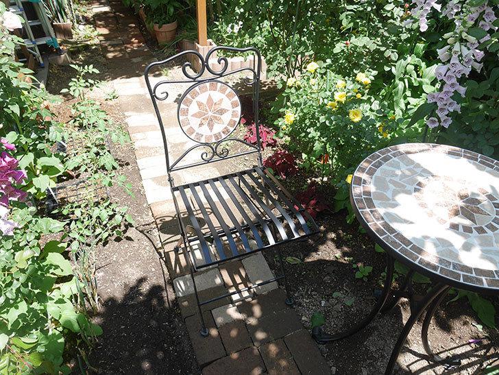 山善(YAMAZEN) ガーデン3点セット モザイク調テーブル&チェア HMTS-50を買った。2020年-016.jpg