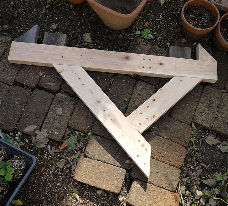 木製の物干し台制作2-1.jpg