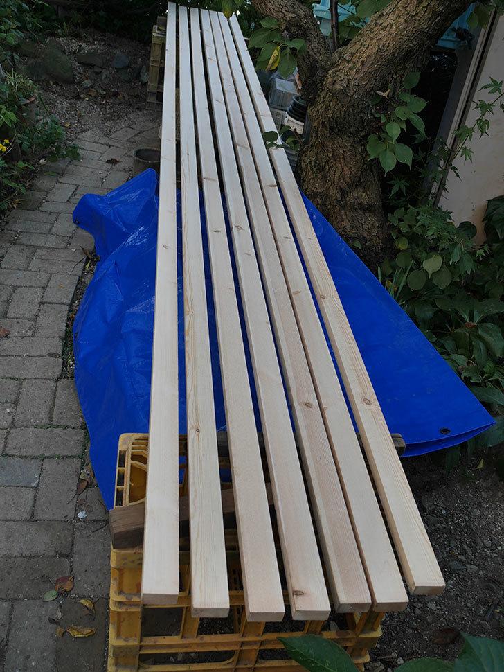 木部保護塗料で塗装した。2020年。バラのフェンス制作(1)-002.jpg