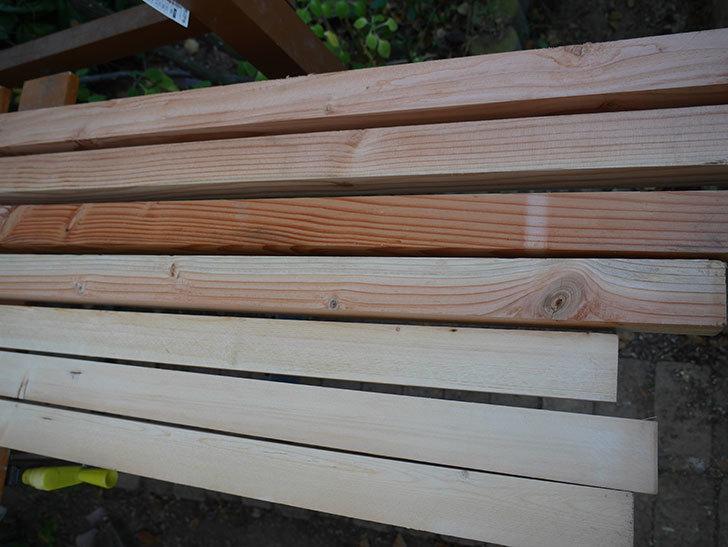 木部保護塗料で塗装した。2020年。バラのフェンス制作(1)-005.jpg