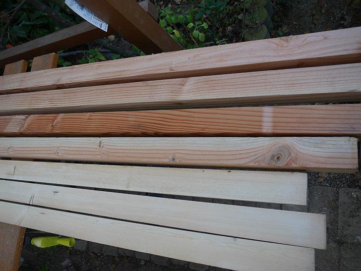 木部保護塗料で塗装した。2020年。バラのフェンス制作(1)-006.jpg
