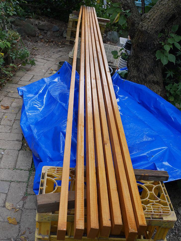 木部保護塗料で塗装した。2020年。バラのフェンス制作(1)-017.jpg