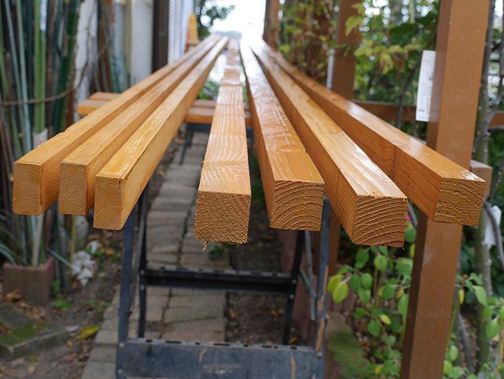 木部保護塗料で塗装した。2020年。バラのフェンス制作(1)-024.jpg