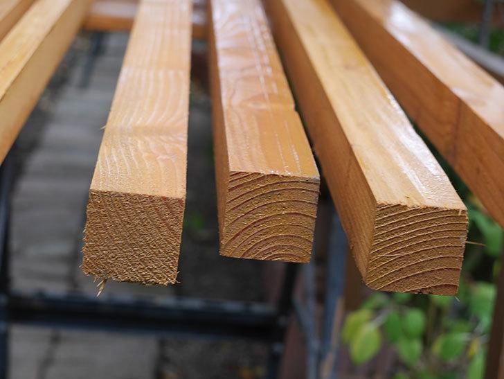 木部保護塗料で塗装した。2020年。バラのフェンス制作(1)-025.jpg