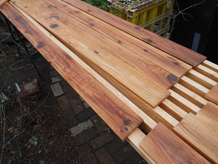 木部保護塗料で塗装した。2021年。(1)ツルバラ用のオベリスク制作-003.jpg